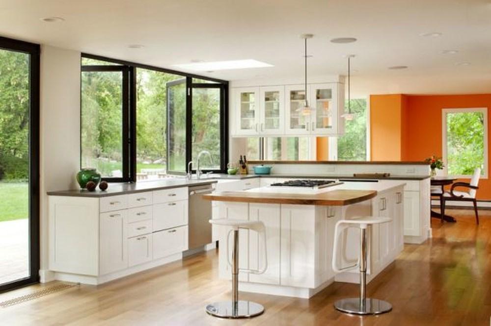 Không nên đặt bếp nấu đối diện đường đi, cửa chính sẽ dễ bị các luồng khí bay thăng vào nhà