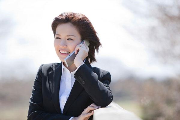 Thích gọi điện thoại mọi lúc không để ý đến đối phương