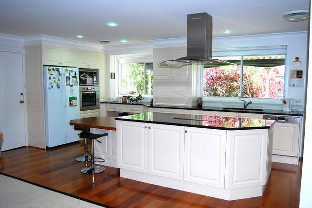 Không nên để góc nhọn chĩa vào bếp sẽ ảnh hưởng đến sức khỏe gia đình