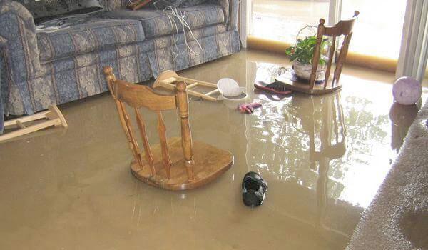 Mơ thấy nước tràn vào nhà cảnh báo bạn nên chuyển nhà mới