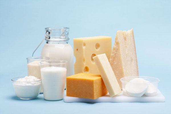 Lựa chọn sữa là đồ uống yêu thích cho thấy bạn là người dùng tiền khó đoán