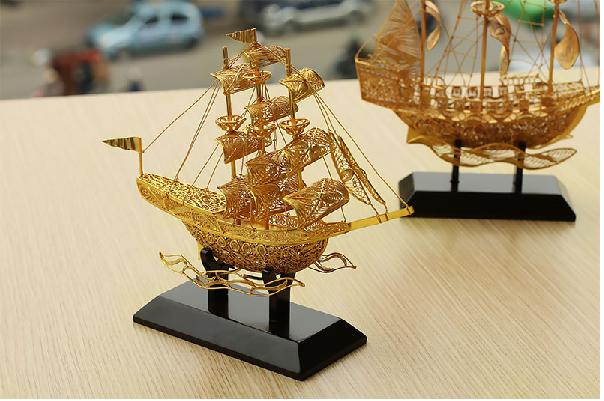Bài trí thuyền buồm phong thủy trong nhà cầu may mắn tài lộc