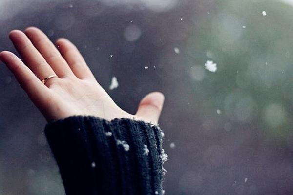 Hãy yêu một cô gái có bàn tay lạnh