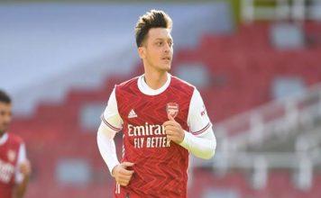 Mesut Ozil đang gặp khó khăn ở Arsenal.